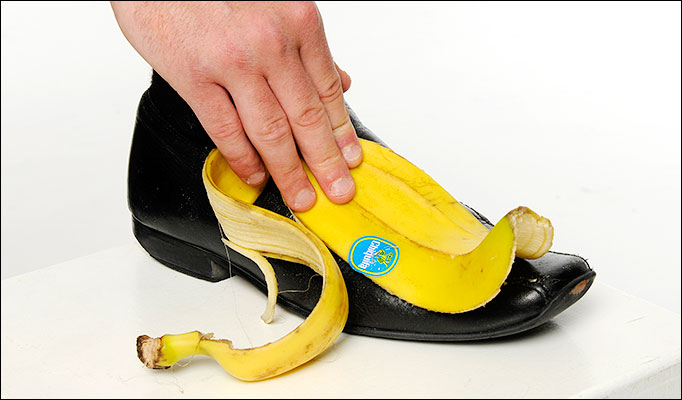 banana peels as alternative shoe shine 11 unusual ways to re-use banana peels polish shoes banana peel is amazing alternative to shoe polish a banana peel can help to reclaim the shine on mildly.
